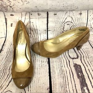 Bandolino patent leather and faux suede heels